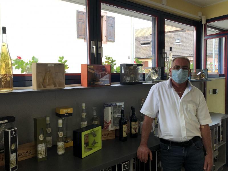 Didier Koenig dans sa boutique